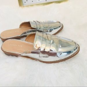 Steve Madden Silver Slip On Flats Loafers